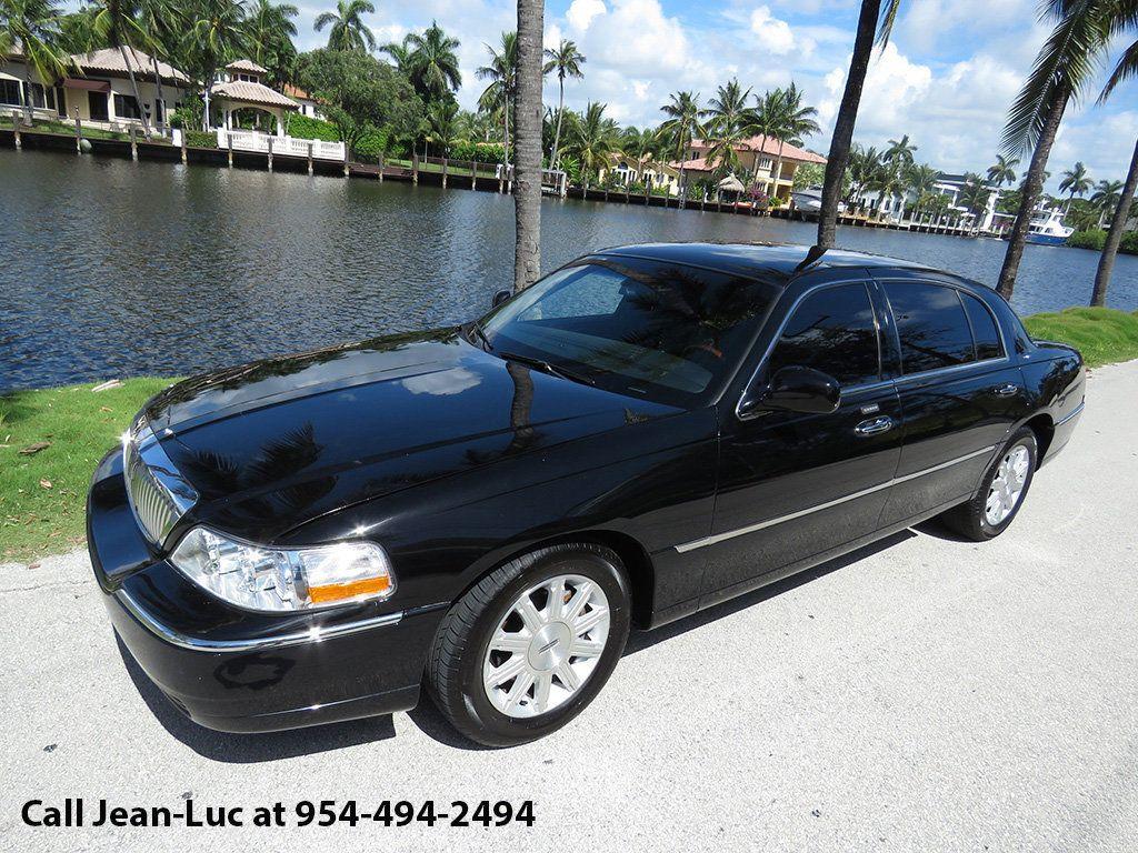 2011 Lincoln Town Car 4dr Sedan Signature L - 16707280 - 47