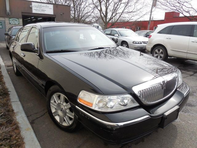 2011 used lincoln town car 4dr sedan signature l at auto king sales inc serving westchester. Black Bedroom Furniture Sets. Home Design Ideas