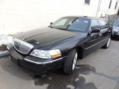2011 LINCOLN Town Car 4dr Sedan Signature L - Click to see full-size photo viewer