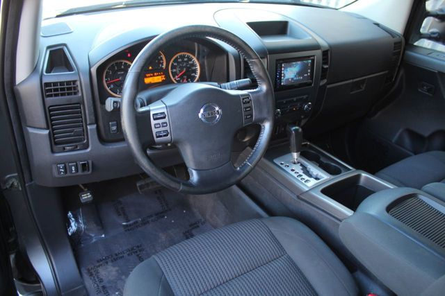 2011 Nissan Titan 4WD SV - Click to see full-size photo viewer