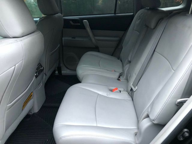 2011 Toyota Highlander 4WD 4dr V6 SE - Click to see full-size photo viewer