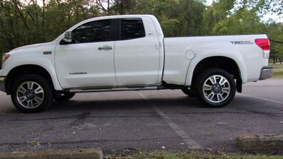 2011 Toyota Tundra DOUBLE CAB 4X4 TRD OFF ROAD W/ LEATHER Truck
