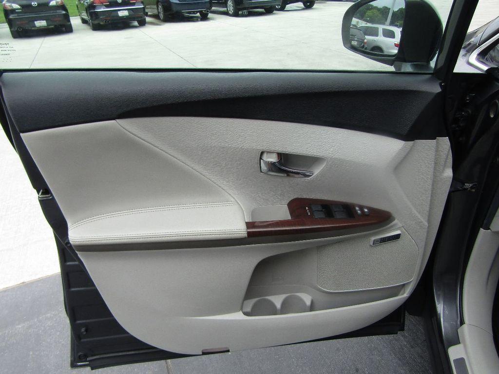 2011 Toyota Venza 4dr Wagon V6 FWD - 17796689 - 31