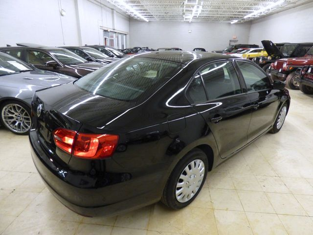 2011 Volkswagen Jetta Sedan 5 SPEED MANUAL - Click to see full-size photo viewer