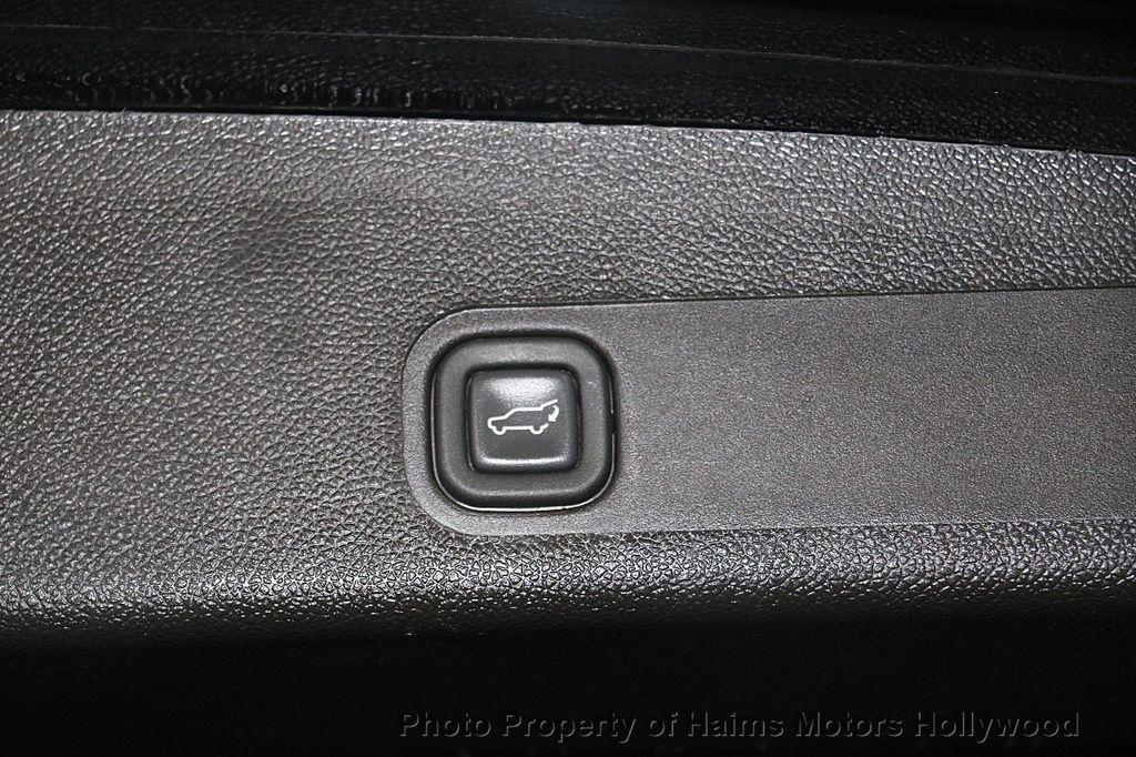 2012 Cadillac Escalade 2WD 4dr Luxury - 17382242 - 10