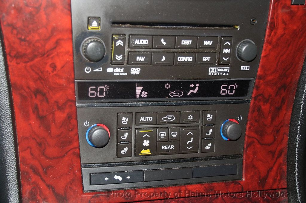2012 Cadillac Escalade 2WD 4dr Luxury - 17382242 - 24