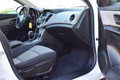2012 Chevrolet CRUZE 4dr Sedan LS - Click to see full-size photo viewer