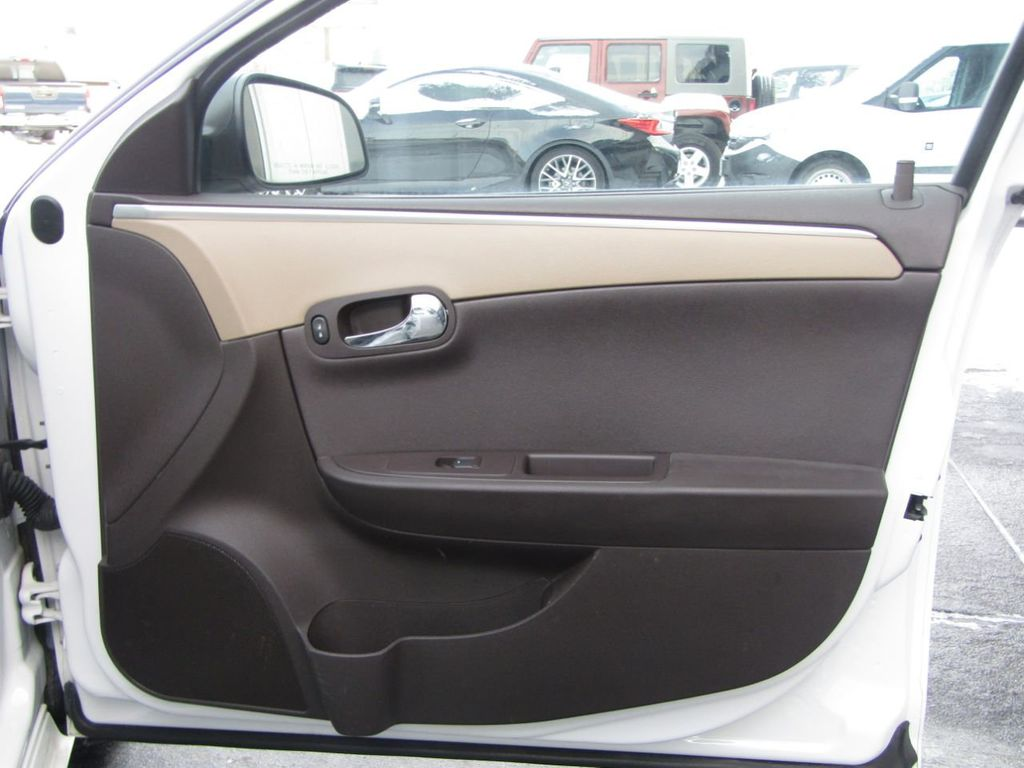 2012 Chevrolet Malibu LS - 14271115 - 29