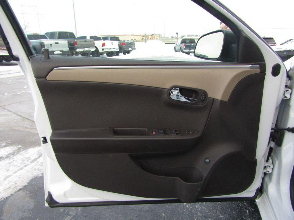 2012 Chevrolet Malibu LS - 14271115 - 32