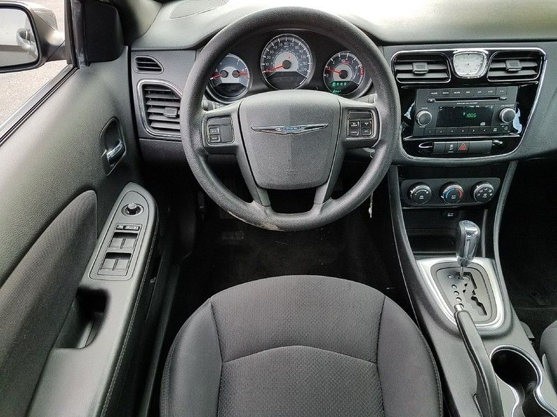 2012 Chrysler 200 4dr Sedan LX - 17075887 - 9