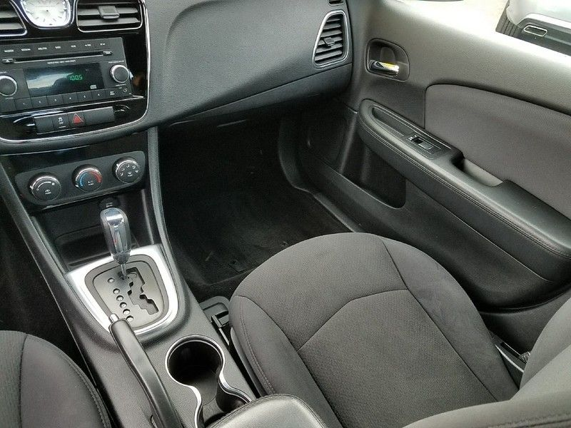 2012 Chrysler 200 4dr Sedan LX - 17075887 - 10