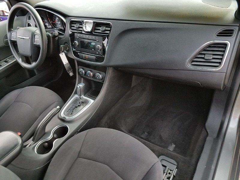 2012 Chrysler 200 4dr Sedan LX - 17075887 - 14
