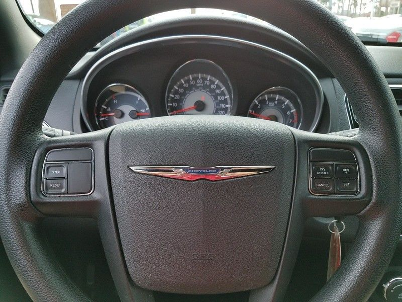 2012 Chrysler 200 4dr Sedan LX - 17075887 - 19