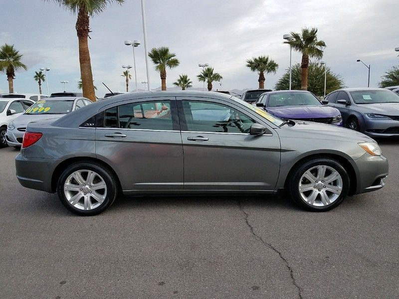 2012 Chrysler 200 4dr Sedan LX - 17075887 - 3