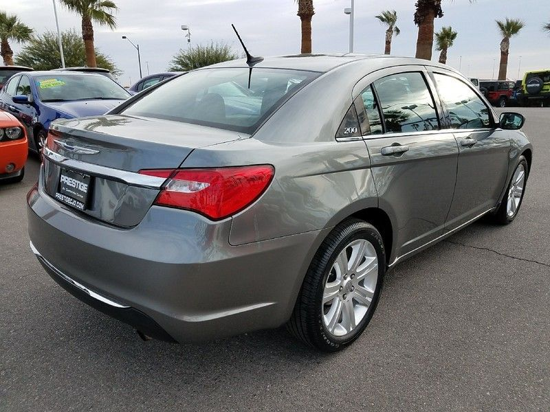 2012 Chrysler 200 4dr Sedan LX - 17075887 - 4