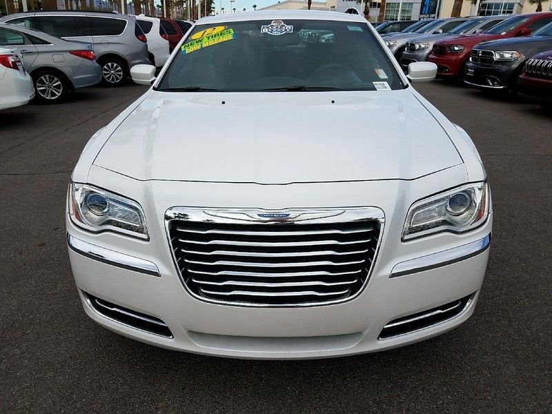 2012 Chrysler 300 4dr Sedan V6 RWD - 16988083 - 1