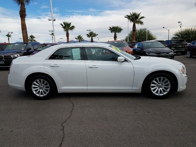 2012 Chrysler 300 4dr Sedan V6 RWD - 16988083 - 3