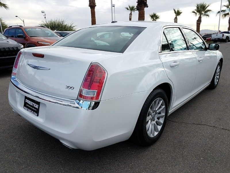 2012 Chrysler 300 4dr Sedan V6 RWD - 16988083 - 4