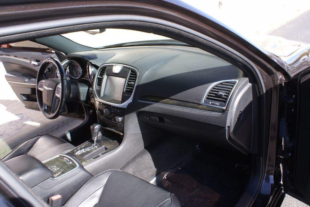 2012 Chrysler 300 4dr Sedan V8 300C RWD - 15615061 - 9