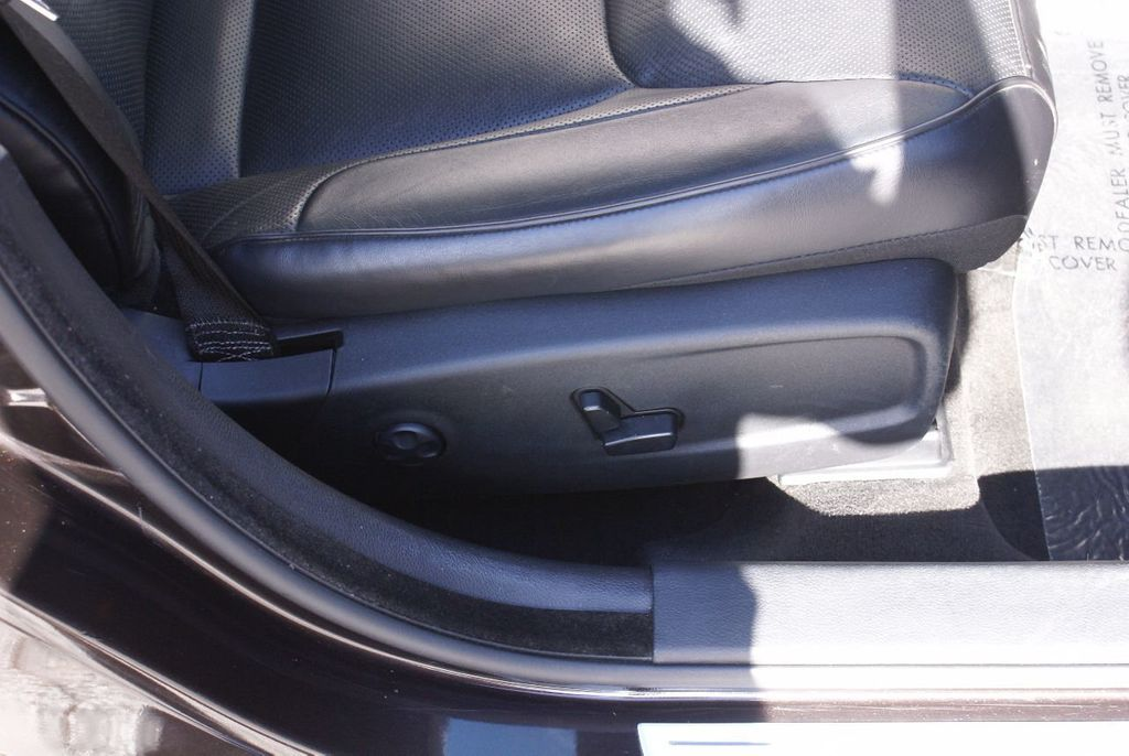 2012 Chrysler 300 4dr Sedan V8 300C RWD - 15615061 - 11