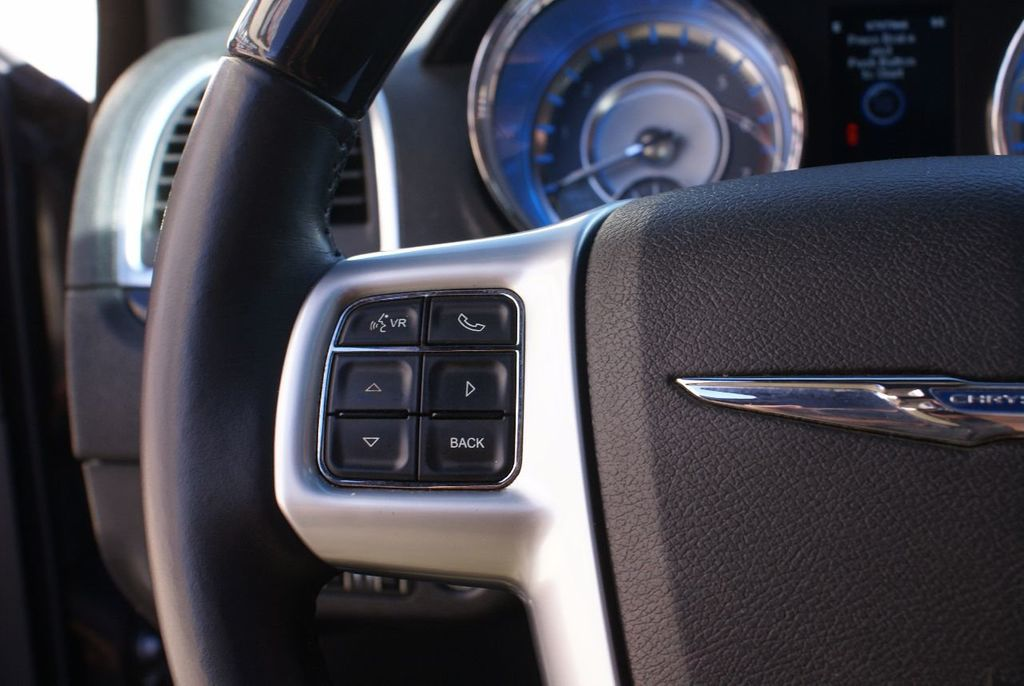 2012 Chrysler 300 4dr Sedan V8 300C RWD - 15615061 - 17