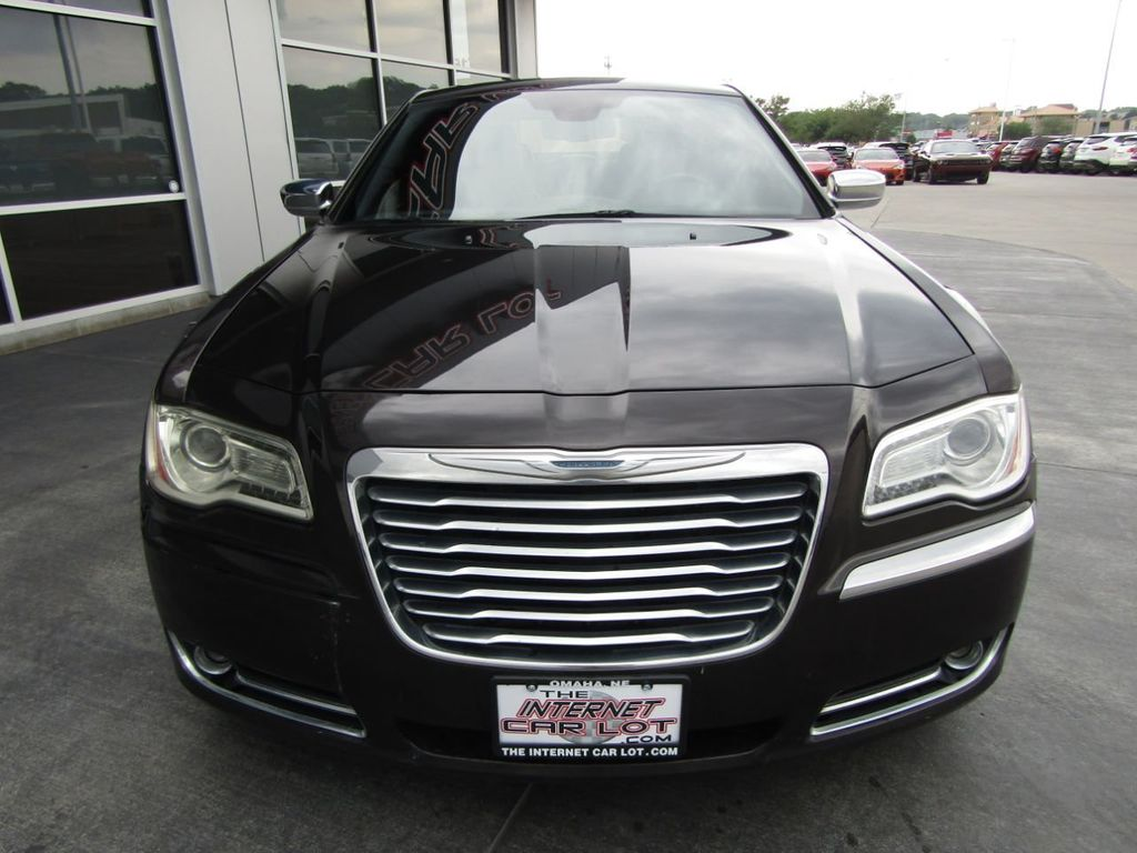 2012 Chrysler 300 4dr Sedan V8 300C RWD - 15615061 - 1