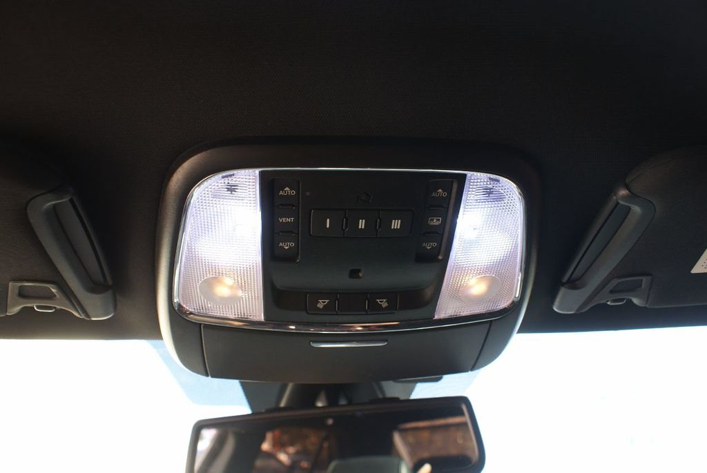 2012 Chrysler 300 4dr Sedan V8 300C RWD - 15615061 - 23
