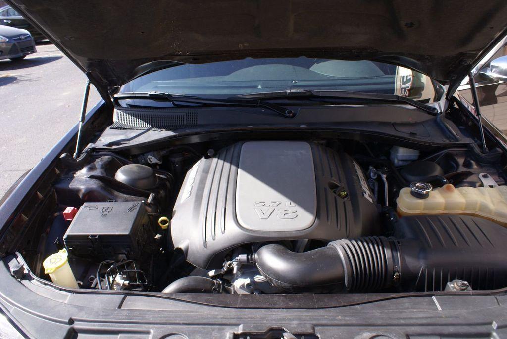 2012 Chrysler 300 4dr Sedan V8 300C RWD - 15615061 - 24