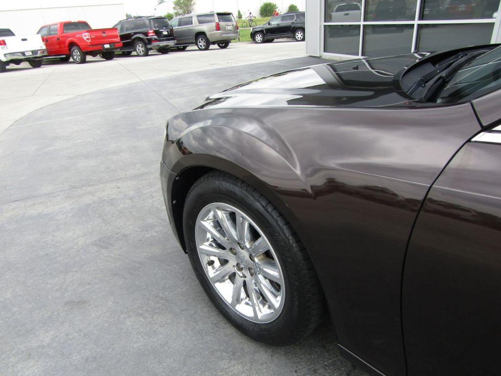 2012 Chrysler 300 4dr Sedan V8 300C RWD - 15615061 - 25