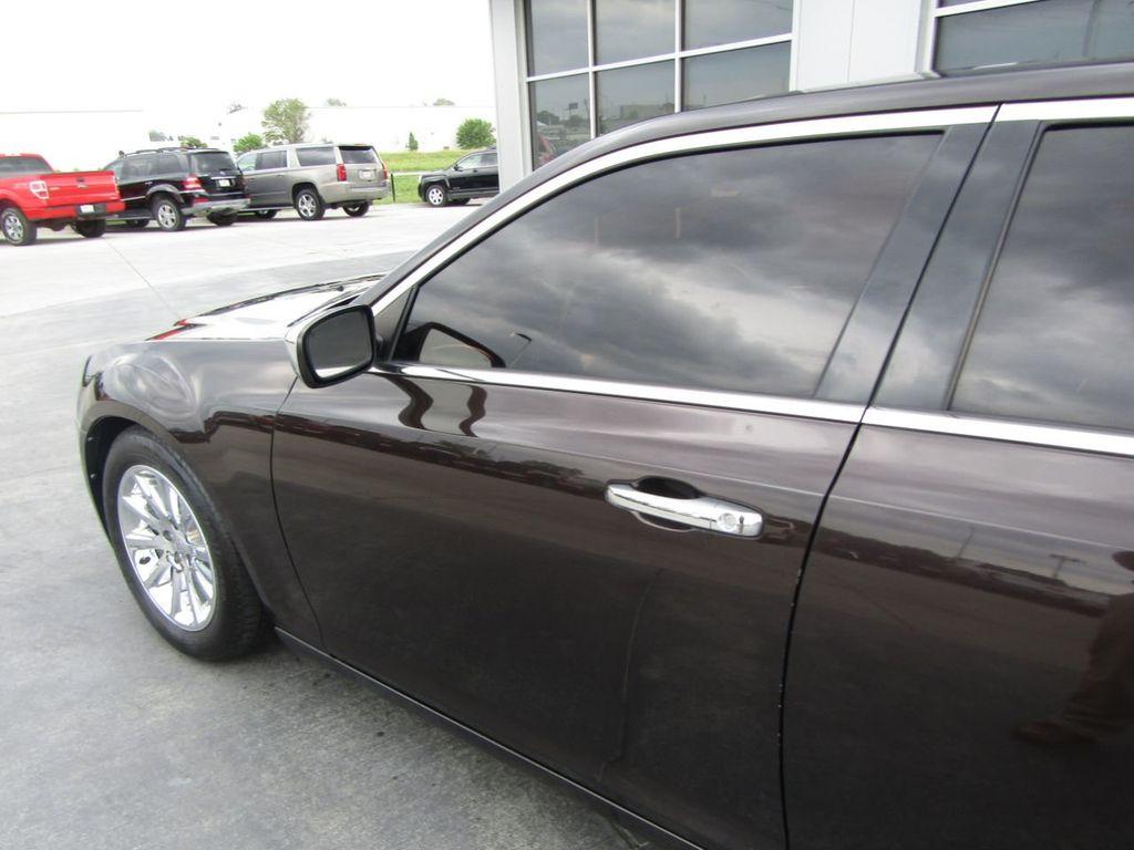 2012 Chrysler 300 4dr Sedan V8 300C RWD - 15615061 - 26