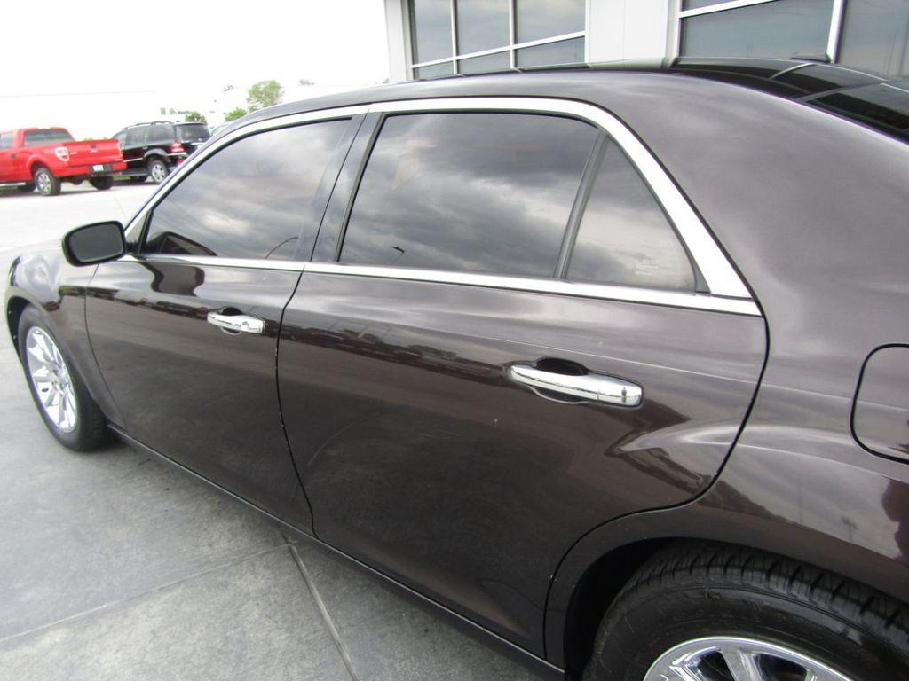 2012 Chrysler 300 4dr Sedan V8 300C RWD - 15615061 - 27