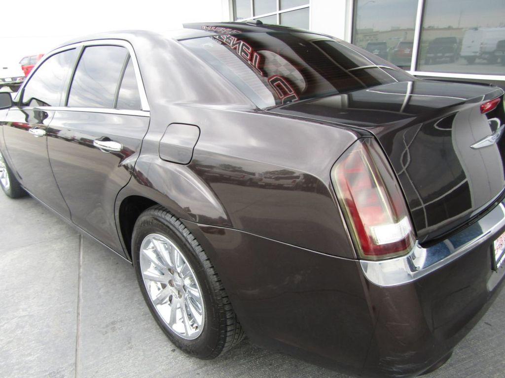 2012 Chrysler 300 4dr Sedan V8 300C RWD - 15615061 - 28