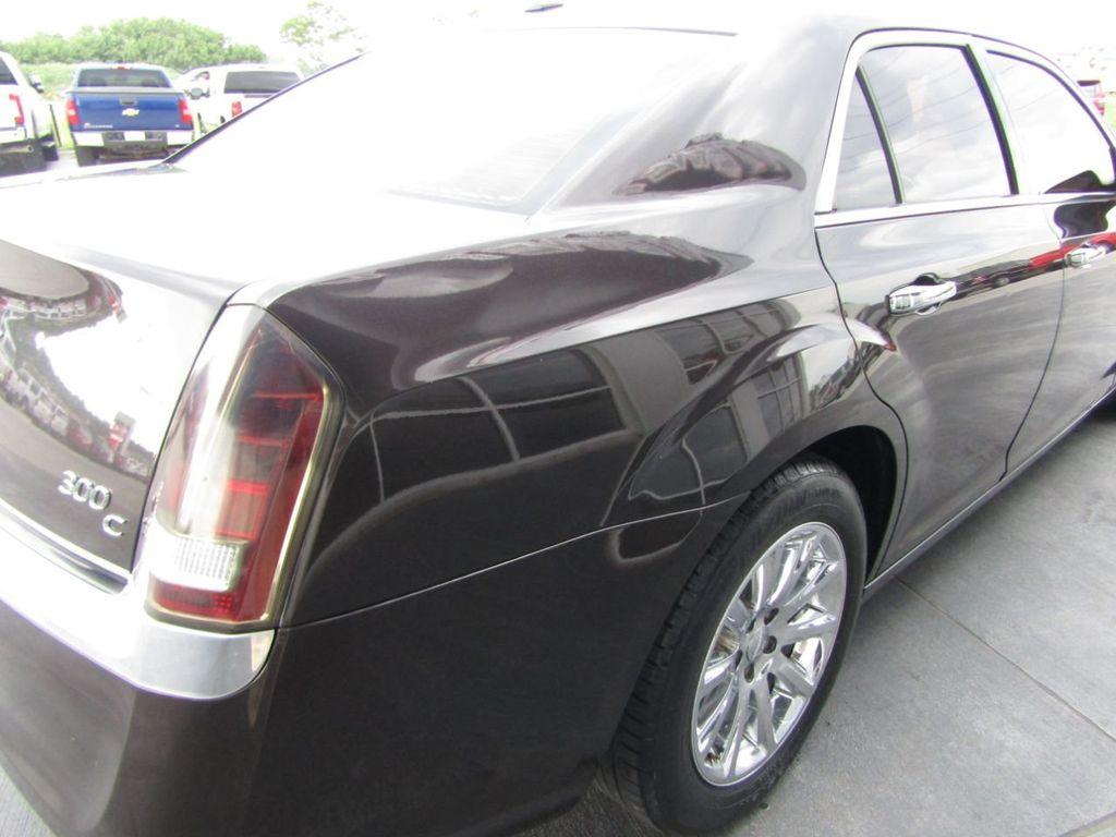 2012 Chrysler 300 4dr Sedan V8 300C RWD - 15615061 - 29