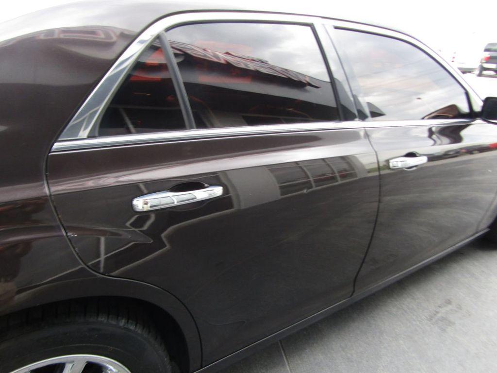 2012 Chrysler 300 4dr Sedan V8 300C RWD - 15615061 - 30