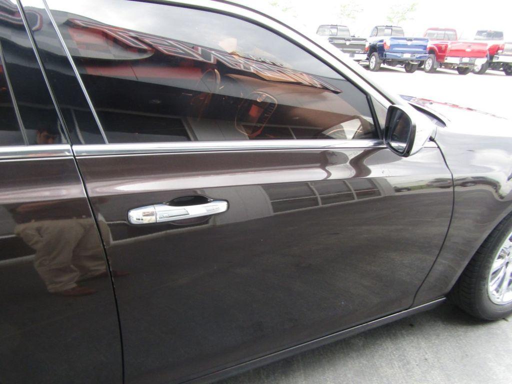2012 Chrysler 300 4dr Sedan V8 300C RWD - 15615061 - 31