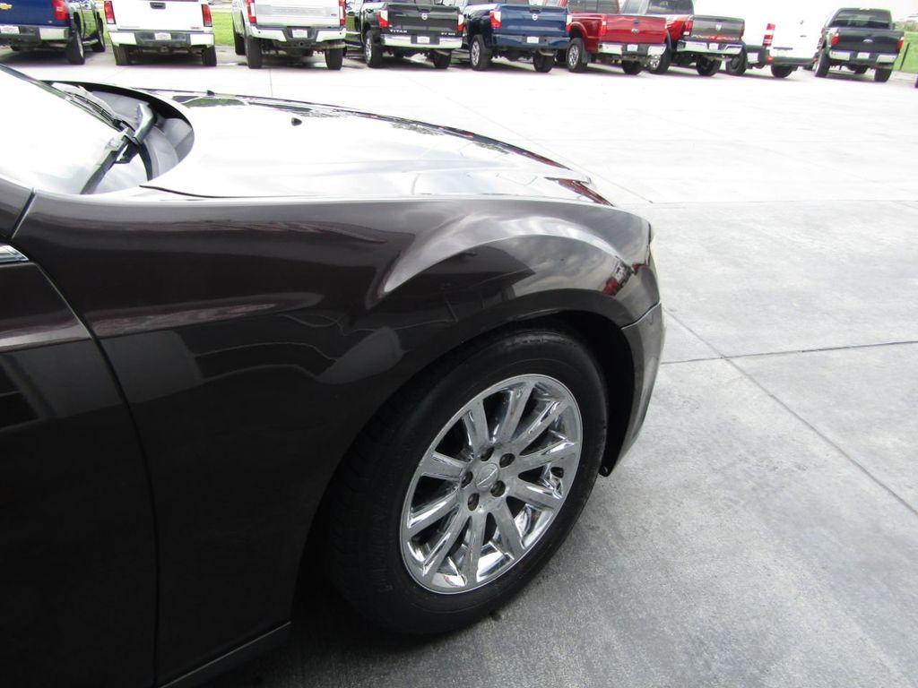 2012 Chrysler 300 4dr Sedan V8 300C RWD - 15615061 - 32