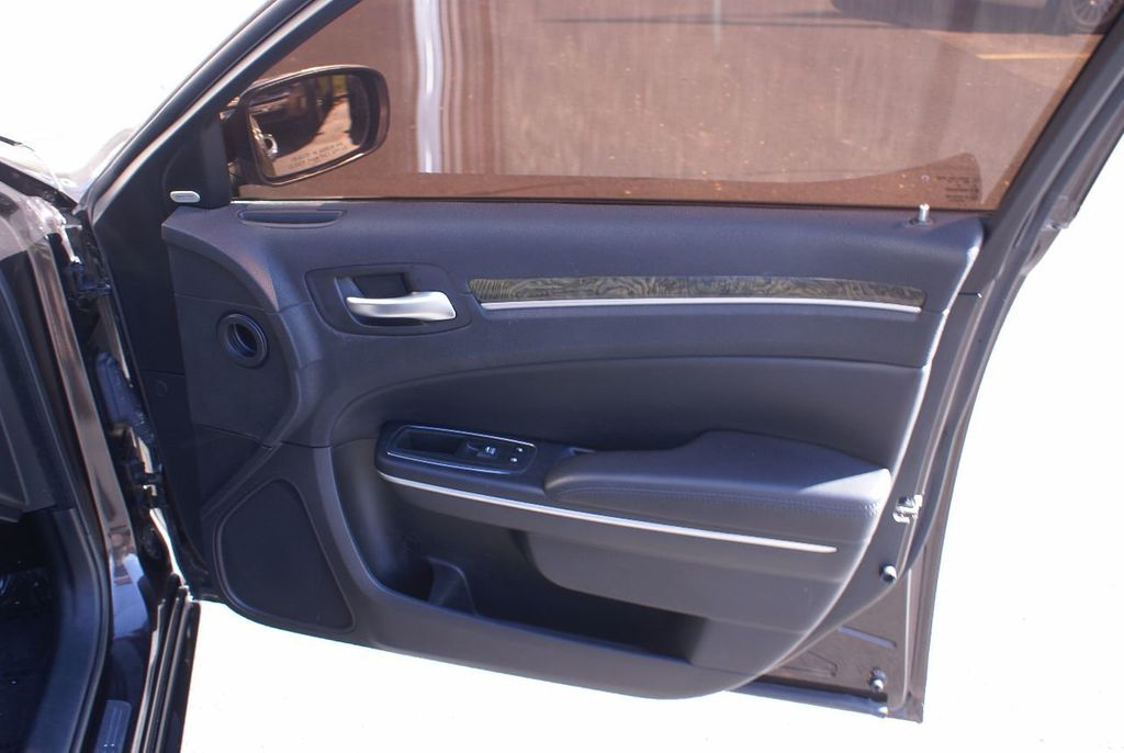 2012 Chrysler 300 4dr Sedan V8 300C RWD - 15615061 - 33