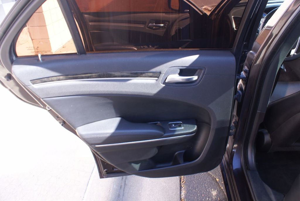 2012 Chrysler 300 4dr Sedan V8 300C RWD - 15615061 - 36