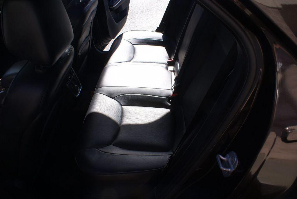2012 Chrysler 300 4dr Sedan V8 300C RWD - 15615061 - 37