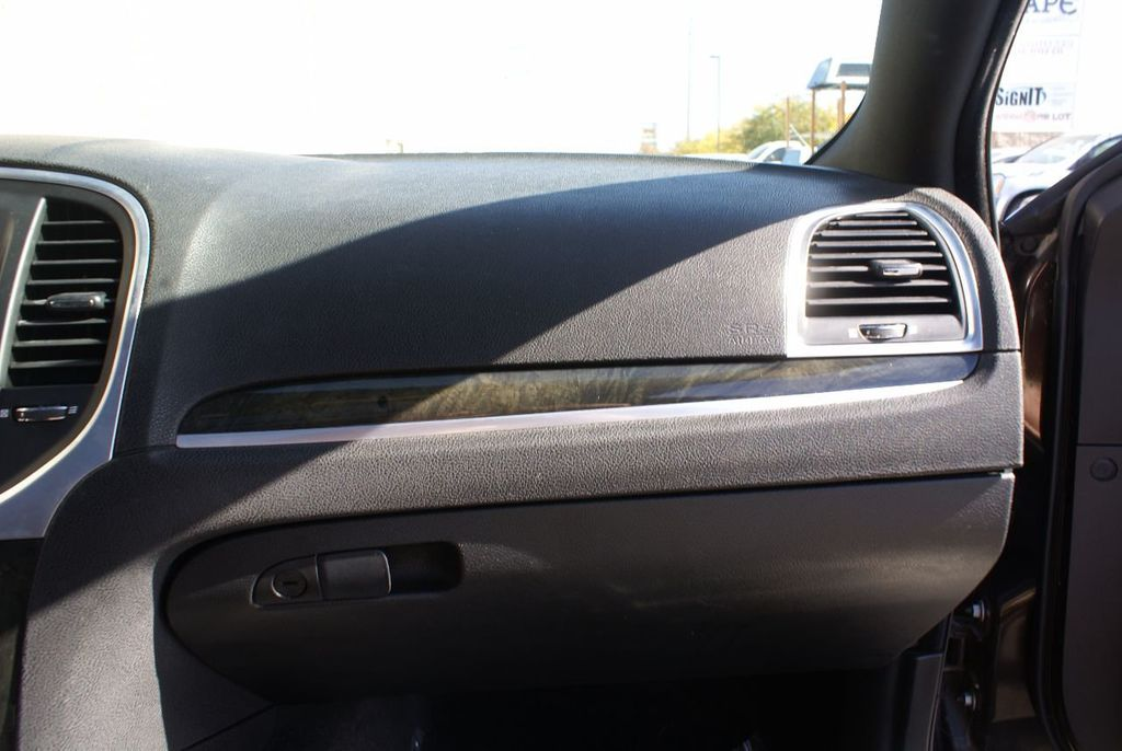 2012 Chrysler 300 4dr Sedan V8 300C RWD - 15615061 - 38