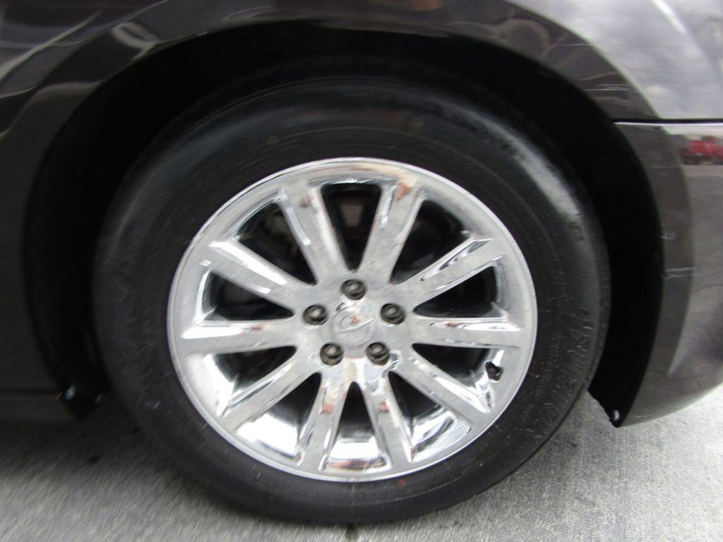 2012 Chrysler 300 4dr Sedan V8 300C RWD - 15615061 - 43