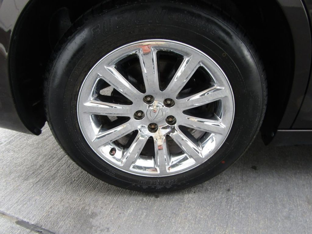 2012 Chrysler 300 4dr Sedan V8 300C RWD - 15615061 - 44
