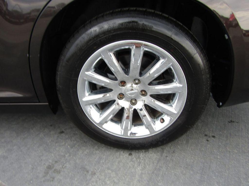 2012 Chrysler 300 4dr Sedan V8 300C RWD - 15615061 - 45