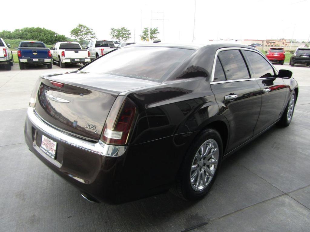 2012 Chrysler 300 4dr Sedan V8 300C RWD - 15615061 - 6