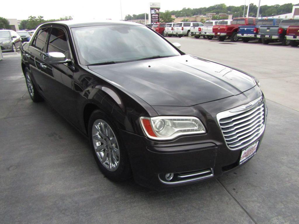 2012 Chrysler 300 4dr Sedan V8 300C RWD - 15615061 - 8
