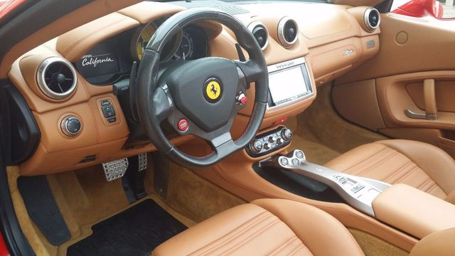 2012 Ferrari California 2dr Convertible - 15446477 - 19