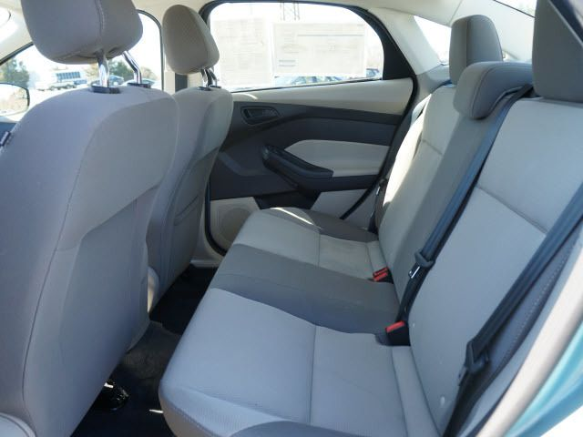 2012 Ford Focus 4dr Sdn SE - 11735131 - 5