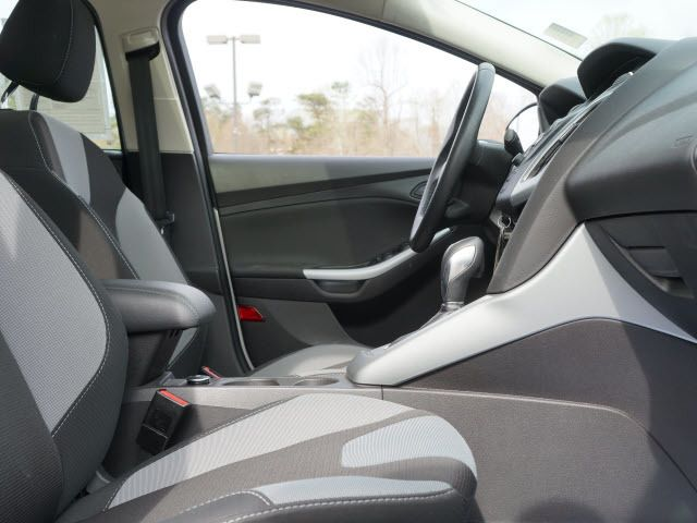 2012 Ford Focus 4dr Sdn SE - 11911595 - 16