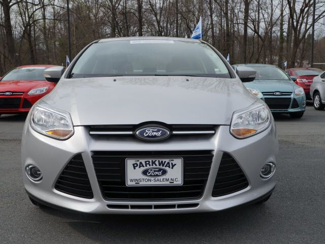 2012 Ford Focus 4dr Sdn SE - 11911595 - 19
