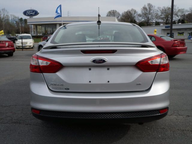 2012 Ford Focus 4dr Sdn SE - 11911595 - 20